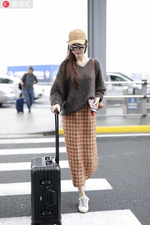 唐嫣身穿格纹半身裙 图片源自东方IC