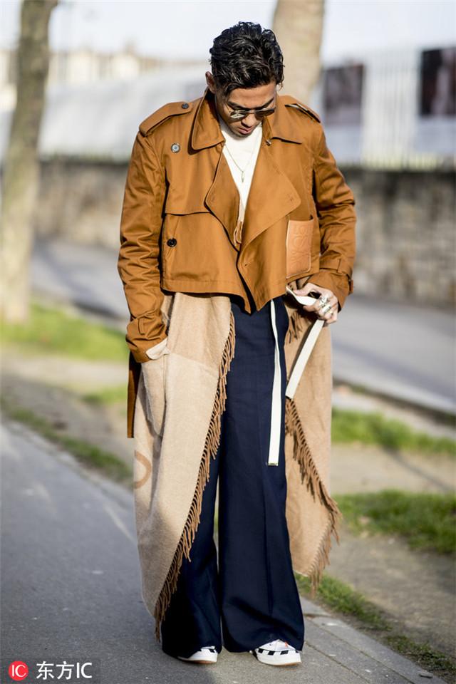 风衣有了新穿法 叠穿可助你优雅过换季期