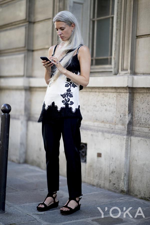 英国版《Vogue》时尚专题编辑Sarah Harris